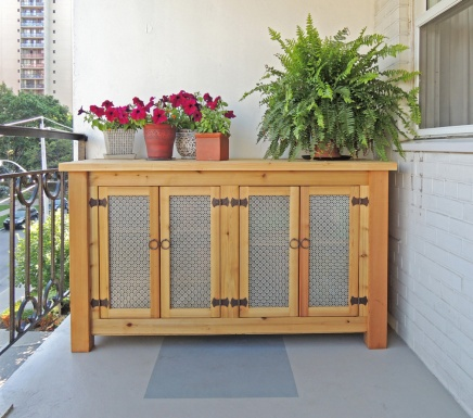 The credenza is conceived as outdoor furniture.